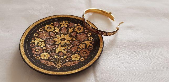Prato e pulseira em Damasceno de Toledo , o valor é das duas peças