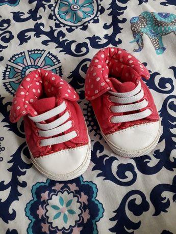 Buciki niemowlęce dziewczęce 0-3msc