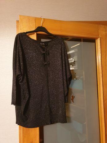 Czarny sweterek.