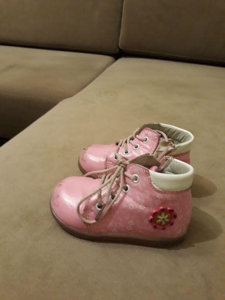 Продам демисезонные ботинки на девочку