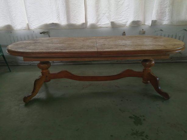 Stół duży dębowy.