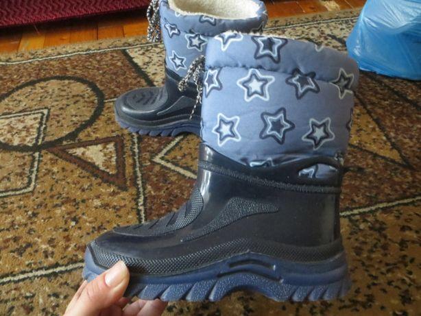Продам гумові чоботи для хлопчика
