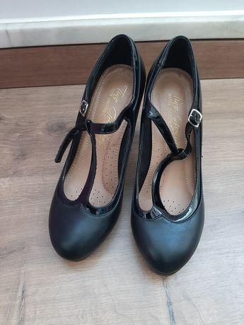 Sapatos pretos Tino González