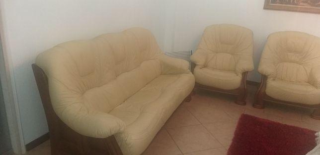 Conjunto de 3 sofas em pele verdadeira, praticamente novos