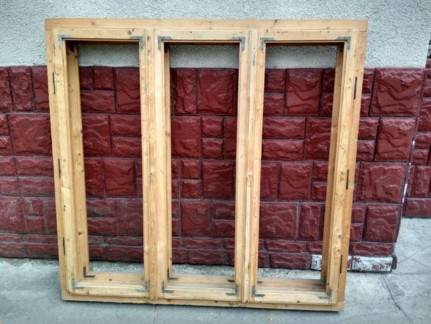 Продам дерев'яне подвійне вікно розмір висота 1.55 м. ширина 1.61 м .