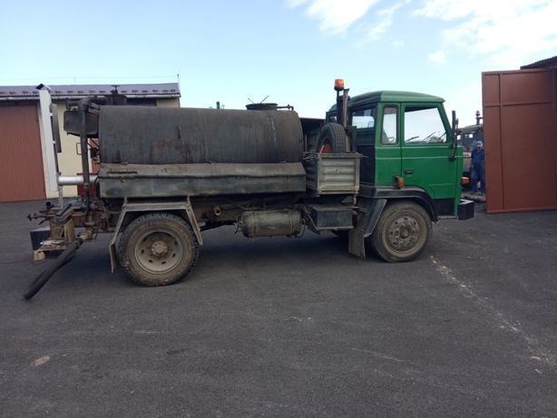 Skrapiarka samojezdna do emulsji asfaltowej 3000 litrów.