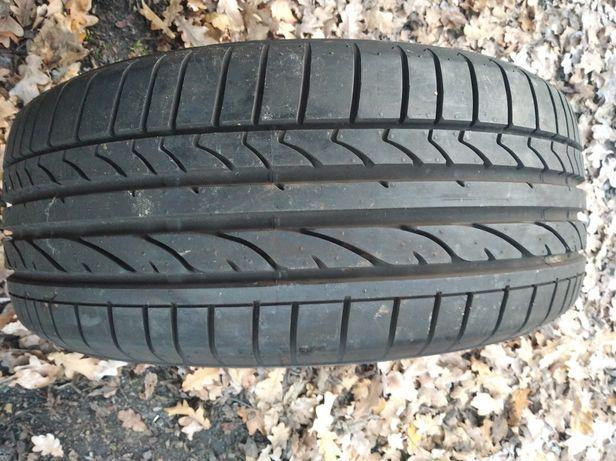 Opona Bridgestone 215/50R17 Potężna RE050A