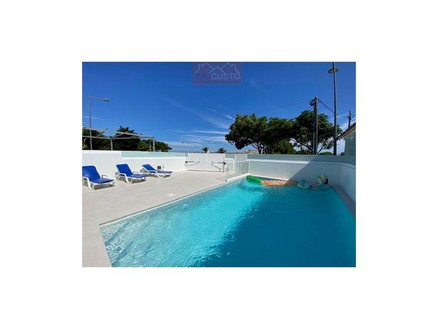 AFV4+Sotão-1871 Moradia com piscina em primeira linha de ...