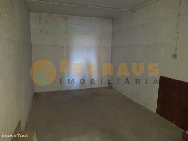Garagem Fechada com 32m2 na Traslar, Vila Real