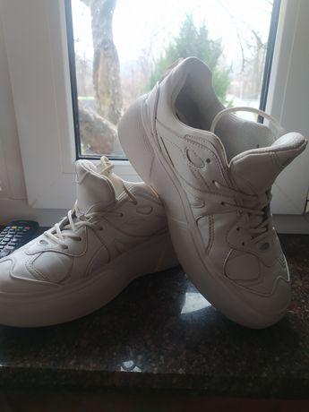 Zara кросовки 41раз