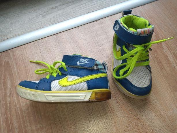 Adidasy obuwie sportowe Nike trzewiki za kostkę 24