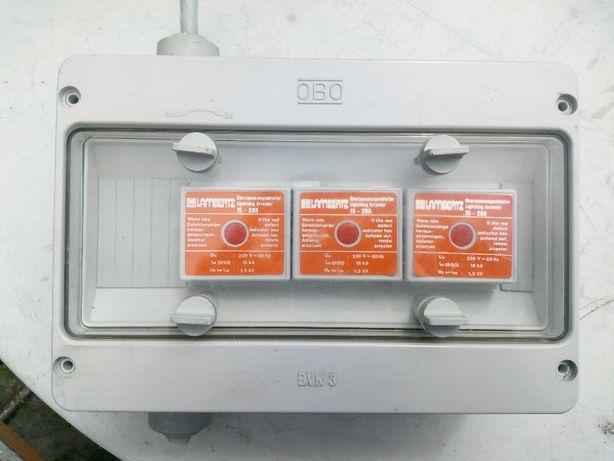 skrzynka elektryczna z zabezpieczeniami przepieciowymi tzw. piorunówki