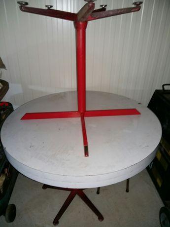Mesa redonda com suporte metalico