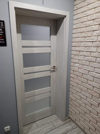Montaż drzwi okien mebli układanie paneli