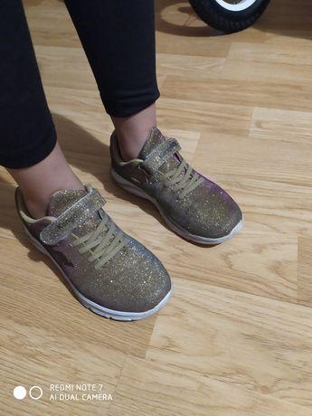 Кросівки дитячі стильні просто ваууу