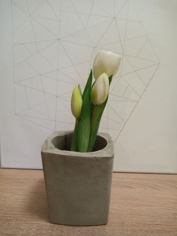 Betonowa doniczka loft kwiaty