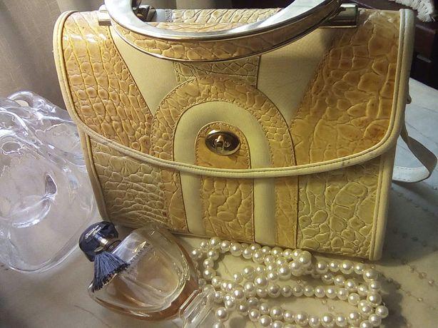 Vintage torebka kuferek. Trio pastel w złocie.