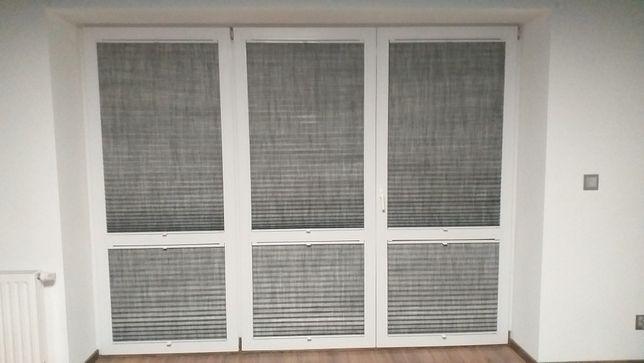 Okno balkonowe PCV używane 292x225 białe z moskitierą i plisami