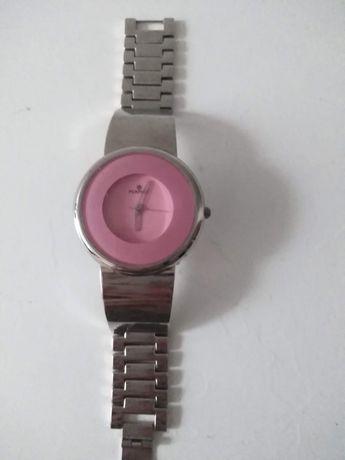 Zegarek firmy perfect