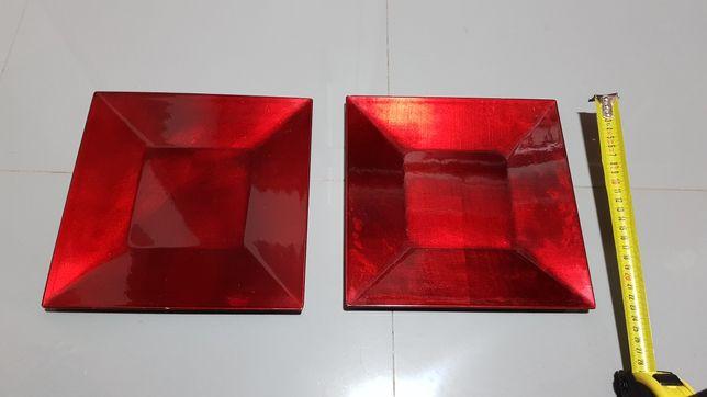 Pratos decorativos em vermelho