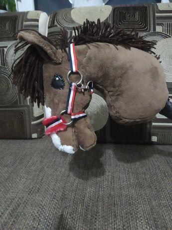 Hobby horse z kantarem