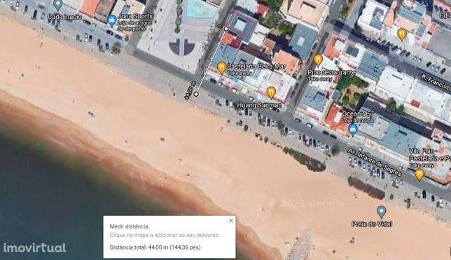Apartamento T2+1 com quintal, arrecadação e garagem junto da praia