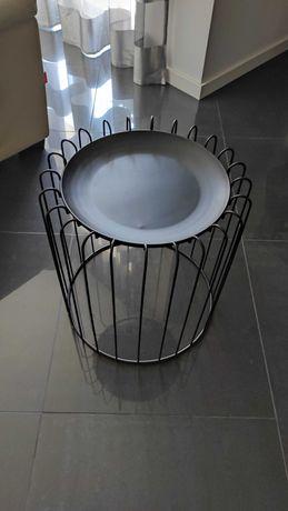 Mesa em ferro de cor preta