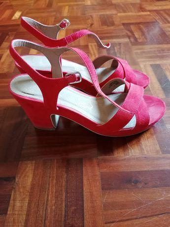 Sandálias vermelhas Primark