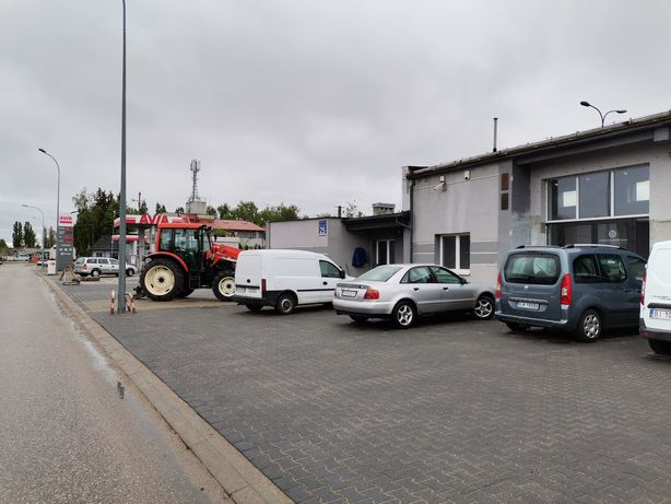 Do wynajęcia lokale usługowe, biura, duży parking