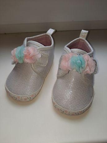 Продам дитячі, святкові ботиночи га 1рік
