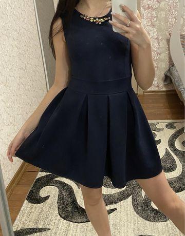 Платье с небольшим дефектомз