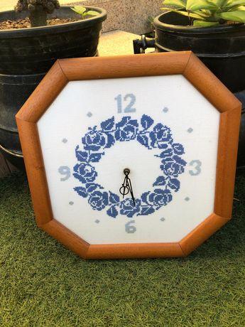 Relógio em ponto de cruz