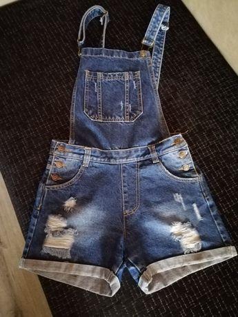 Джинсовый комбинезон,шорты.-42 размер.