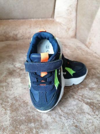 Детские ботиночки и кроссовки