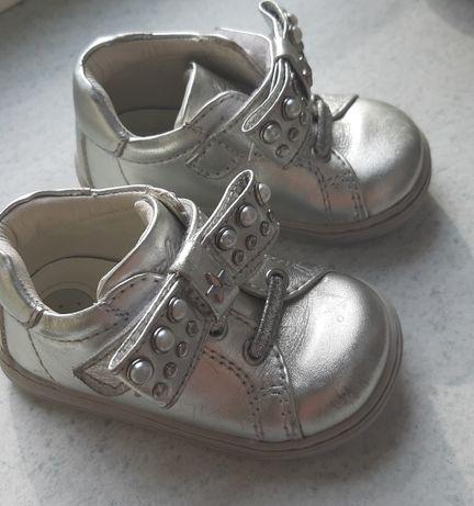 Дитяче взуття від Chicco