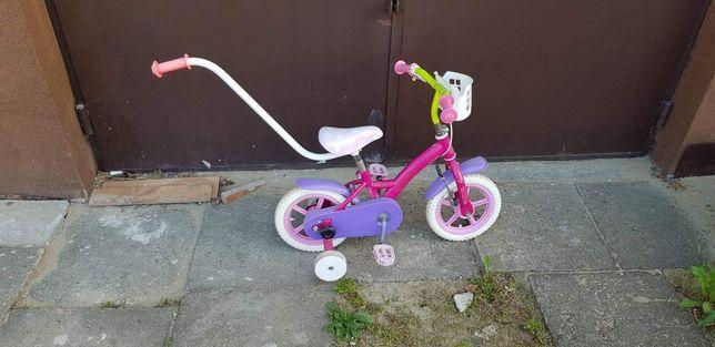 Rowerek dziecięcy różowy.