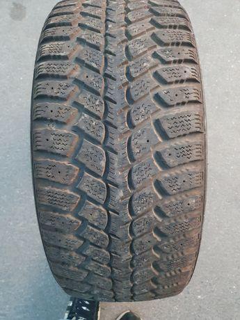 Продам комплект зимних шин 215/50 R17