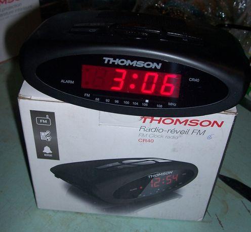 Электронные настольные часы радио-будильник с FM приёмником Thomson CR