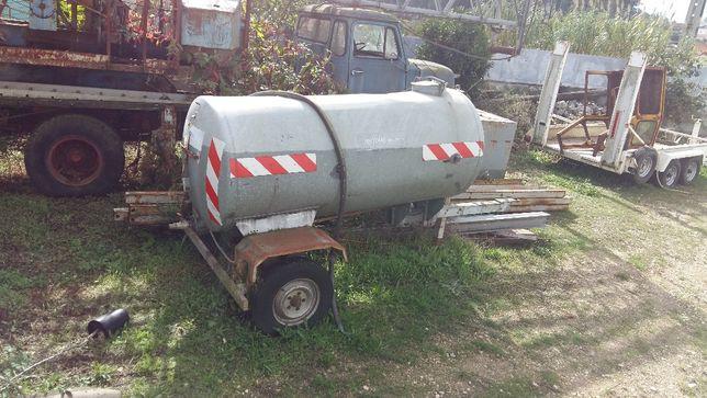 Reboque deposito 2000 litro