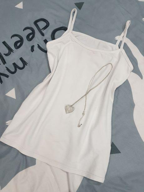 Biała bluzka na ramiączkach