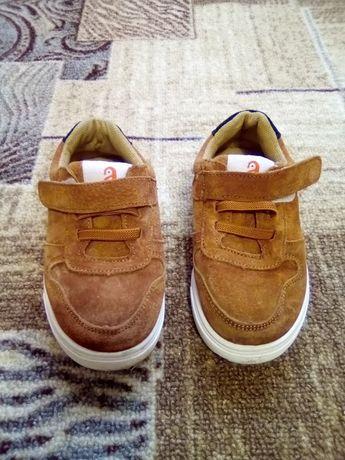 Продам замшевые ботиночки на мальчика.