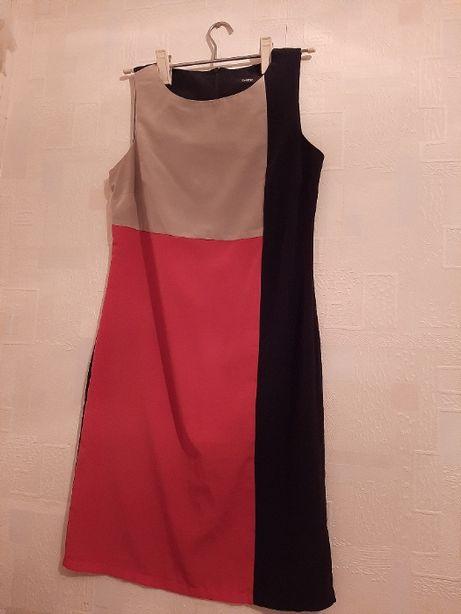 Стильное платье-футляр