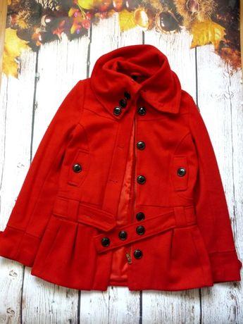 Czerwony płaszcz flauszowy H&M jesień zima kołnierz basic hot blog S