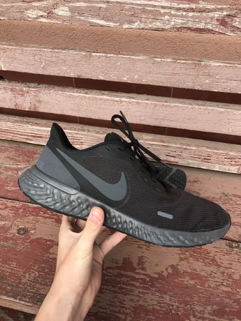 Кроссовки Nike Revolution 5 tn vapormax air force