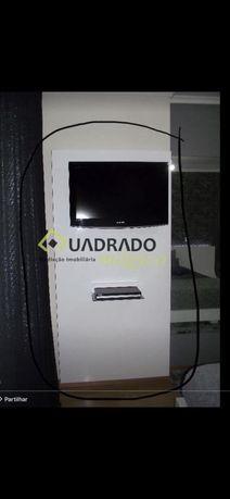 Vendo movel para LCD e DVD lacado branco brilhante esta como novo