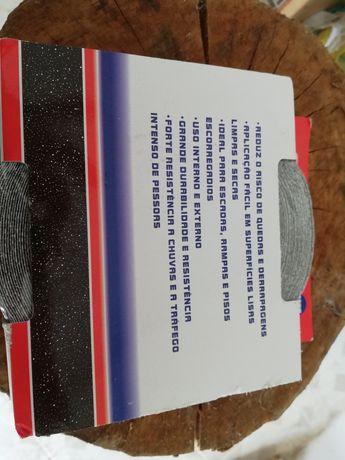 Fita adesiva antiderrapante