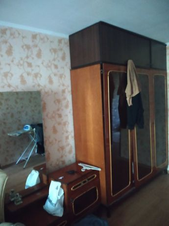 Продам стенку, шкаф и трюмо в хорошем состоянии
