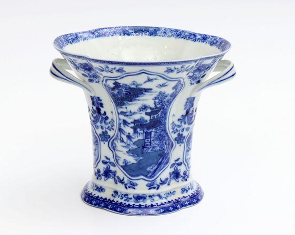 Jarra em porcelana portuguesa da Fábrica da Vista Alegre