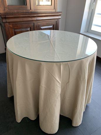 Mesa com tamoo em vidro e pano