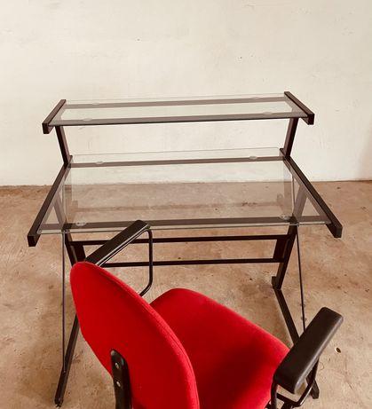 Secretaria com cadeira